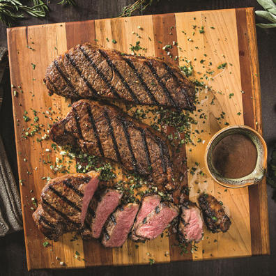 Seared beef steak with sauce